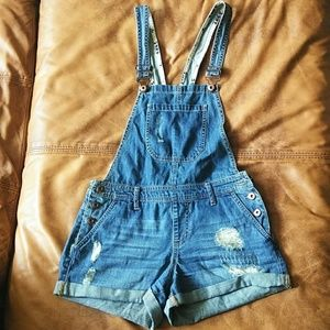 Forever 21 distressed overall short